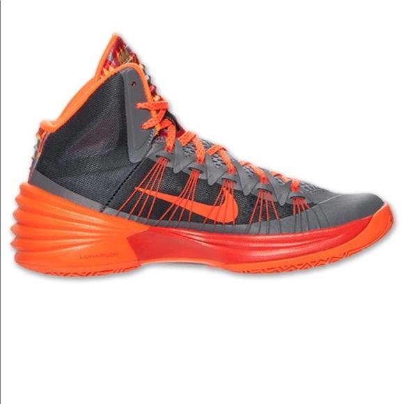 new style 4a23f 8e731 Nike Hyperdunk Orange Sneakers 🌞. M 5a808af7739d485ba51cf4c4